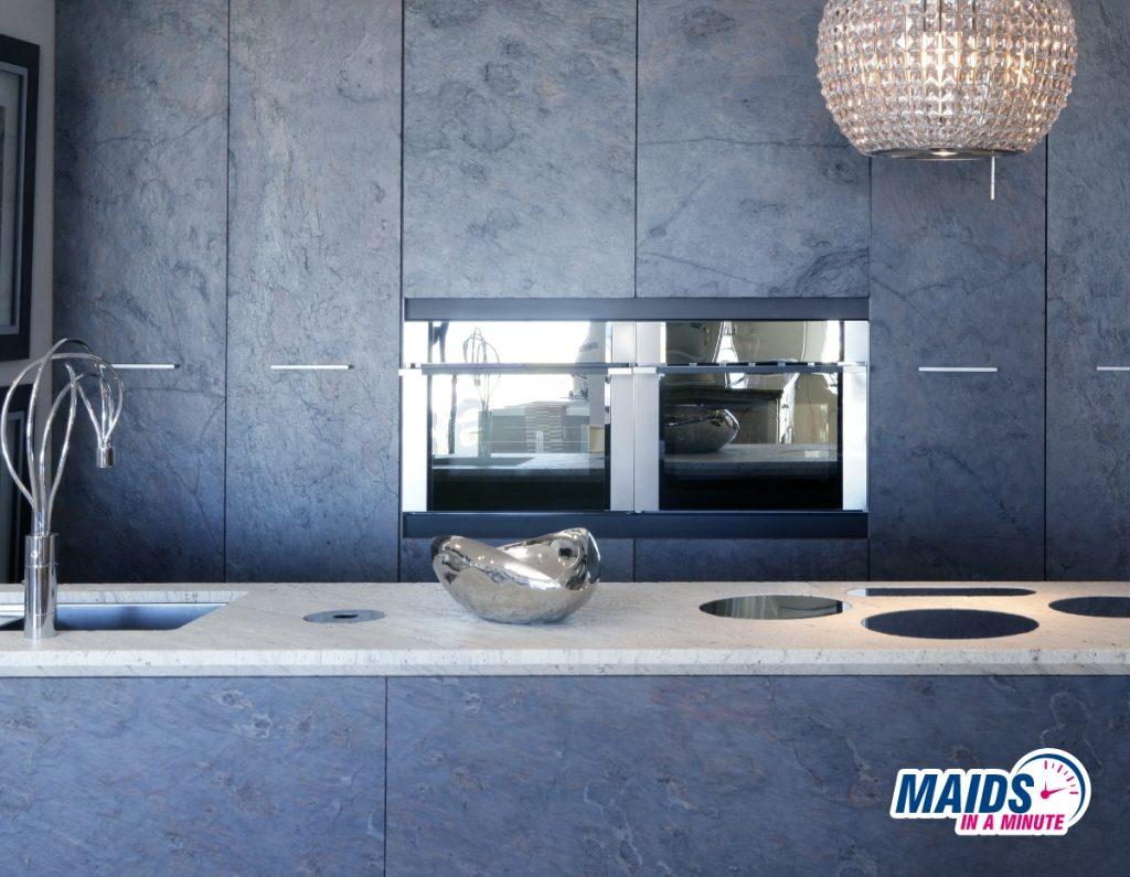 Maids in a minute - Cleaning laminate kitchen cabinets